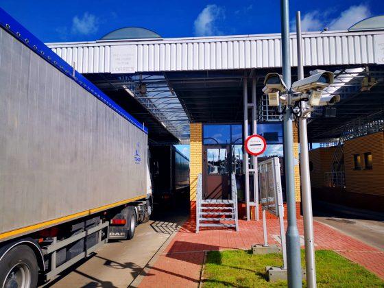 Kolejki ciężarówek przedprzejściami granicznymi zBiałorusią