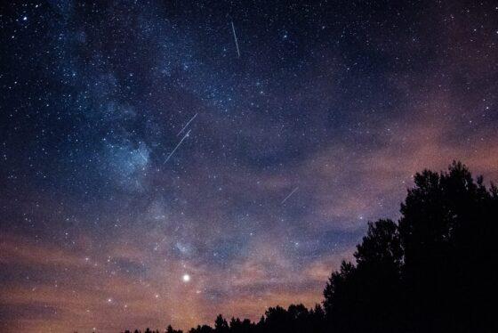 Noc spadających gwiazd ześrody naczwartek. Rój Orionidów przetnie niebo